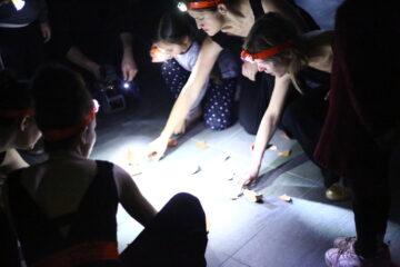 Quartett PLUS 1 Sprung in der Schuessel 4 mit Scherben Malessa